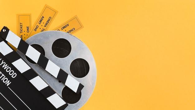 Disposición de elementos cinematográficos con espacio de copia.