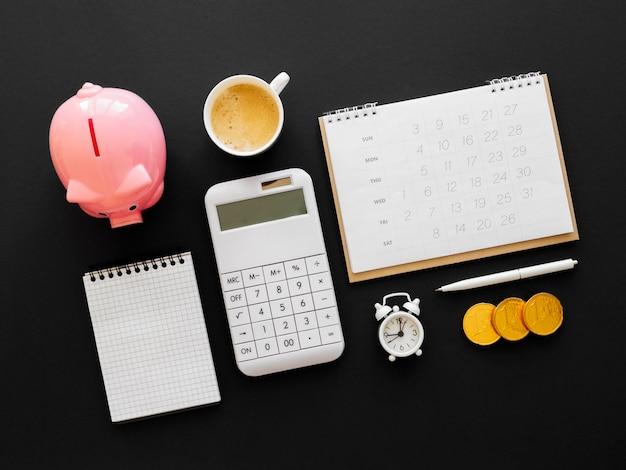 Disposición de elementos financieros de vista superior