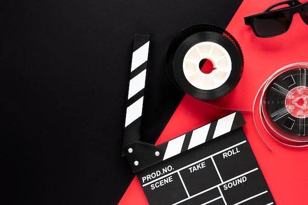 Disposición de elementos de película con espacio de copia.