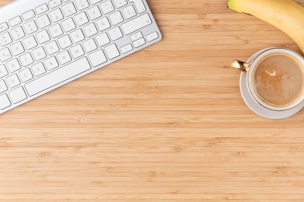 Disposición de escritorio plano con espacio de copia Foto gratis
