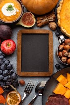 Disposición del espacio de copia de pizarra de comida de otoño