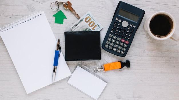 Disposición del espacio de trabajo de agente inmobiliario