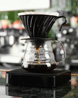 Disposición del filtro y la olla de café