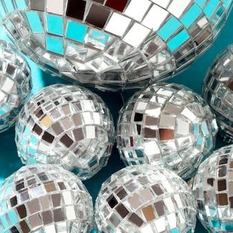 Disposición de globos de discoteca de vista superior