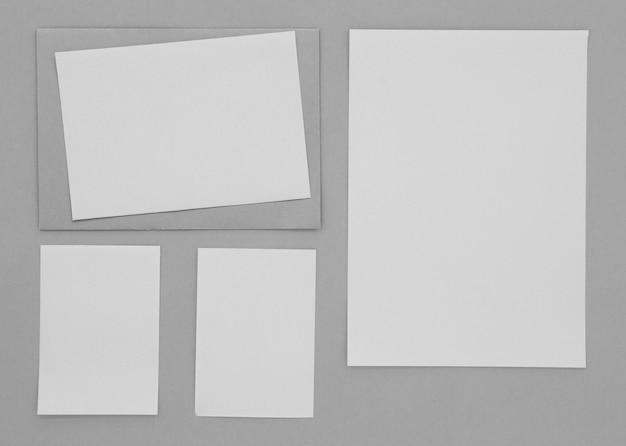 Disposición de hojas planas de papel
