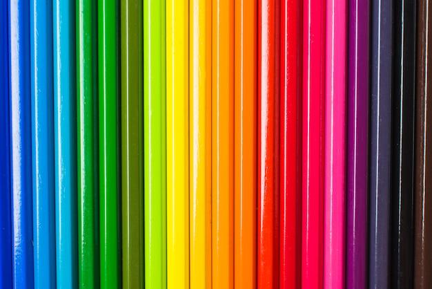 Disposición de lápices en colores lgbt.