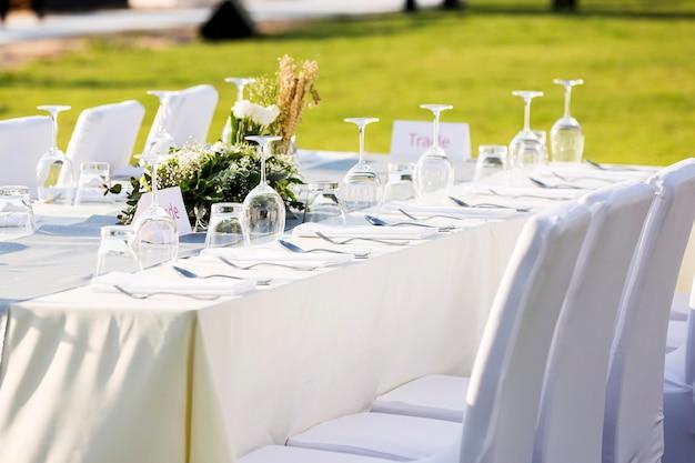 Disposición de la mesa al aire libre