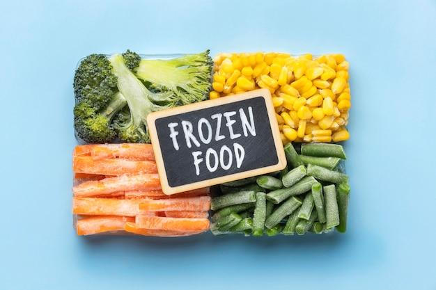Disposición plana de alimentos congelados
