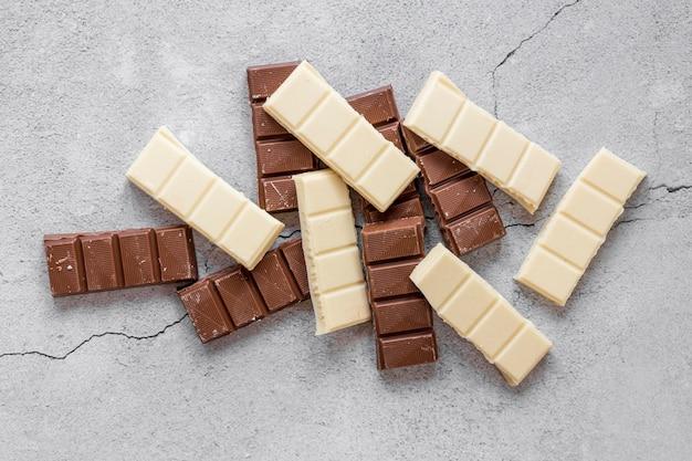 Disposición plana de chocolate dulce