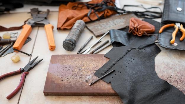 Disposición del taller de sastrería sobre la mesa