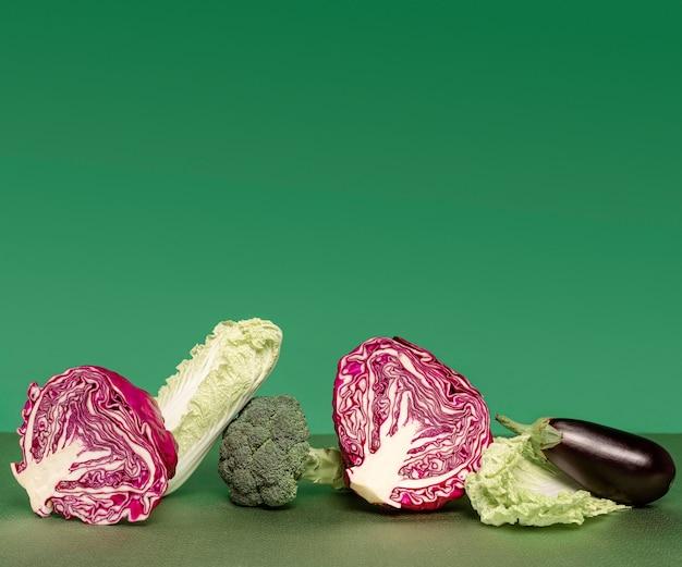 Disposición de verduras con espacio de copia.
