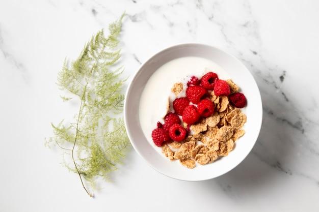 Disposición de la vista superior de cereales tazón de fuente saludable
