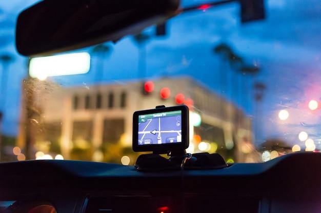 Dispositivo gps en un automóvil