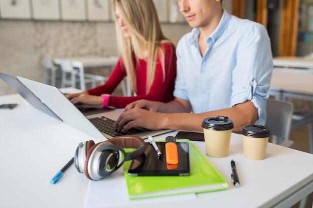 Dispositivos y cosas de oficina