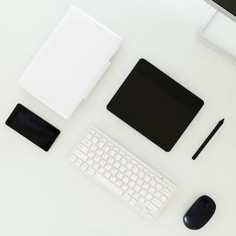 Dispositivos digitales que mienten en la tabla