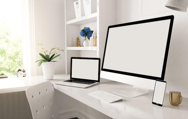 Dispositivos receptivos en el escritorio del hogar