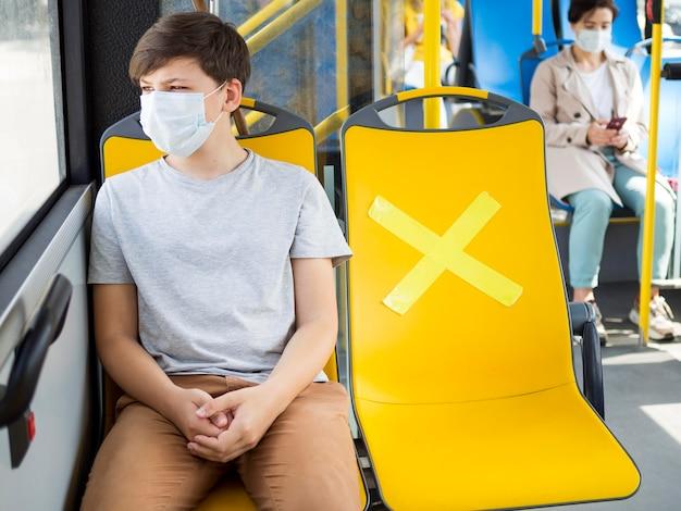Distancia social en transporte público