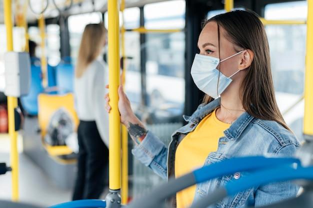 Distanciamiento social en un transporte público