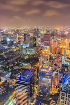Distrito de negocios con alto edificio, bangkok