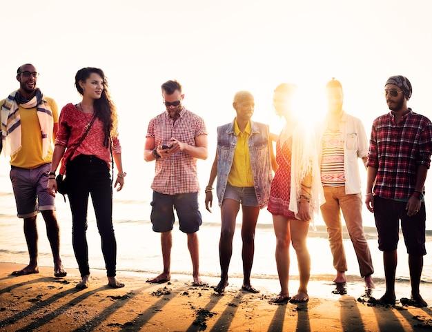 Diverse beach summer friends diversión vinculación concepto