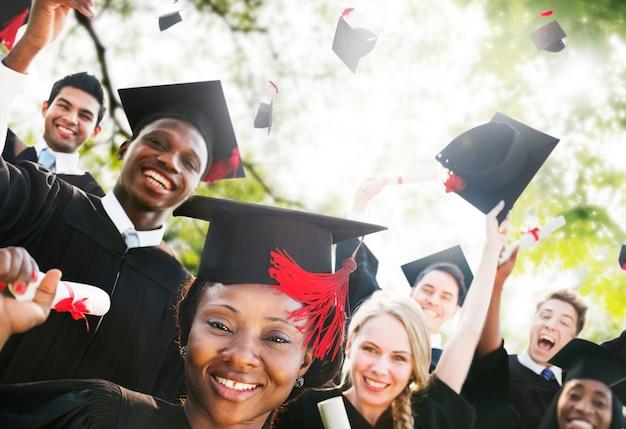 Diversidad estudiantes graduación éxito celebración concepto