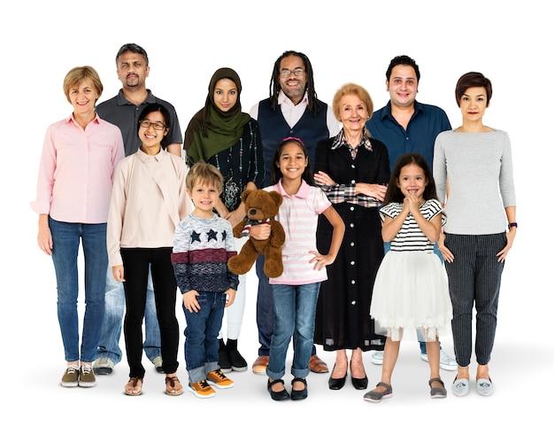 Diversidad de generaciones de personas agrupadas estudio aislado