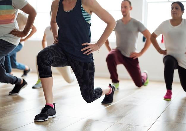 Diversidad personas ejercicio clase relajarse concepto