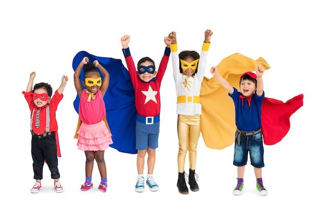 Diversidad de superhéroe niños juguetón alegre felicidad estudio aislado