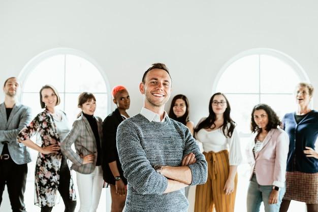 Diversos empresarios en un equipo