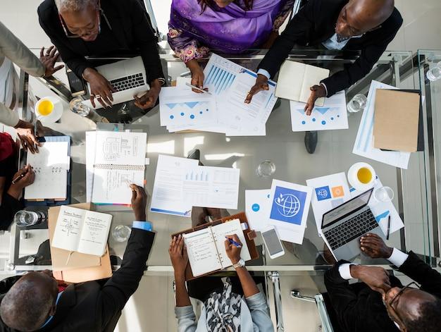 Diversos empresarios reunidos en asociación
