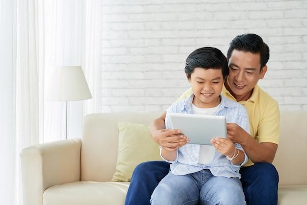 Divirtiéndose con amar papá