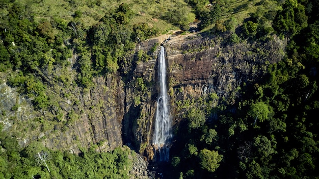 Diyaluma cae las cascadas más altas de sri lanka