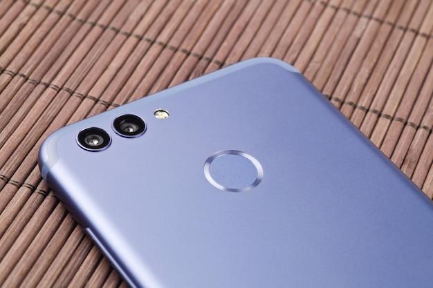 Doble cámara de un teléfono inteligente moderno. de cerca.