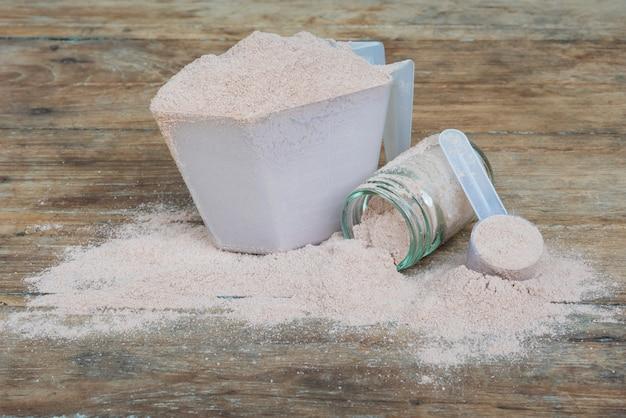 Doble chocolate proteína de suero de leche en polvo cuchara nutrición saludable comida culturismo.