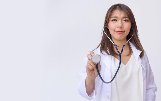 Doctor estetoscopio profesional holding