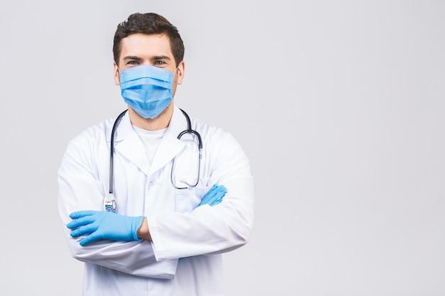 Doctor con guantes y máscara médica. concepto médico corona virus.
