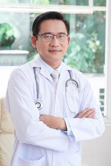 Doctor en hospital