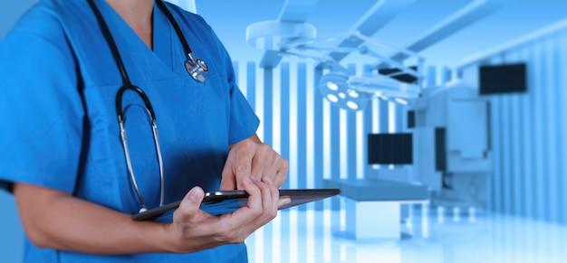 Doctor en medicina inteligente de éxito