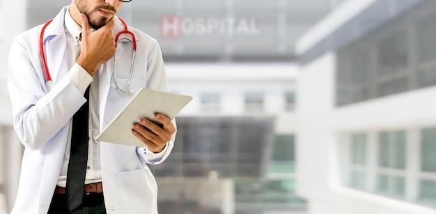Doctor trabajando en el hospital. servicio sanitario y médico.