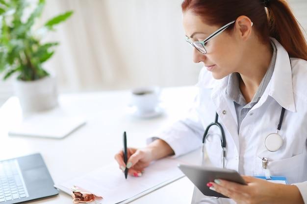 Doctor en el trabajo