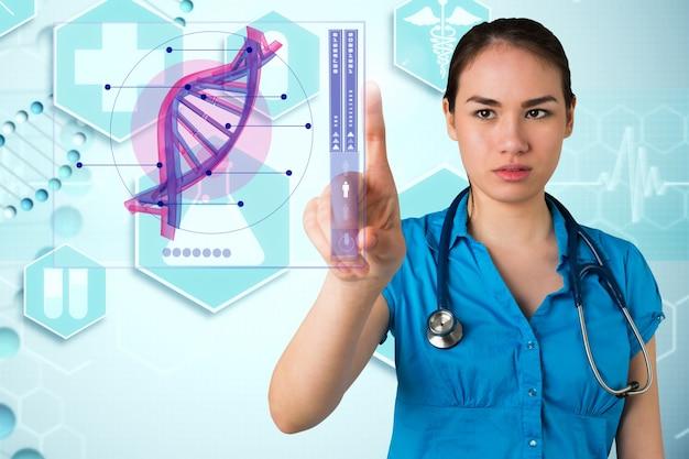 Doctora concentrada usando una aplicación médica
