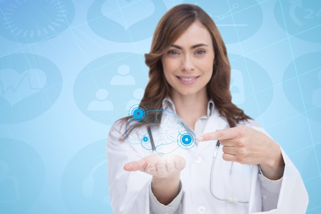 Doctora mostrando un cerebro virtual en su mano