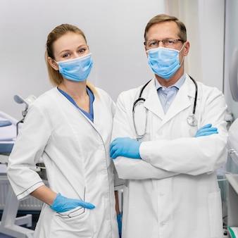 Doctores en el hospital