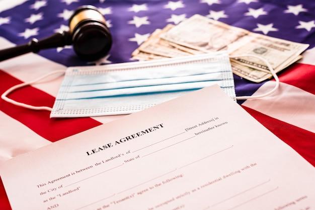 Documento de contrato de arrendamiento en blanco.