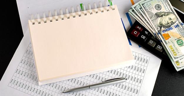 Documento y cuaderno, bolígrafo, concepto de lugar de trabajo de oficina de dólares, espacio de copia