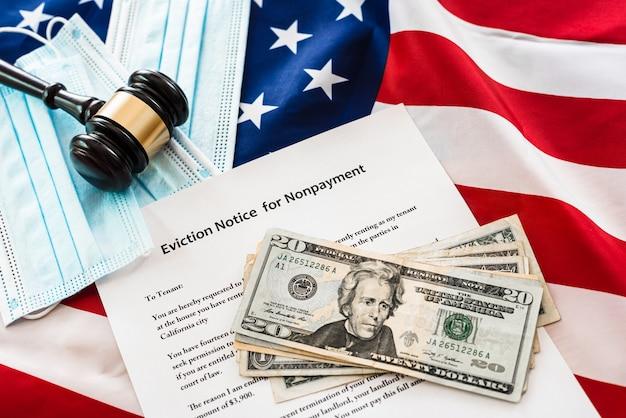 Documentos legales relacionados con la pérdida de poder adquisitivo y dinero.