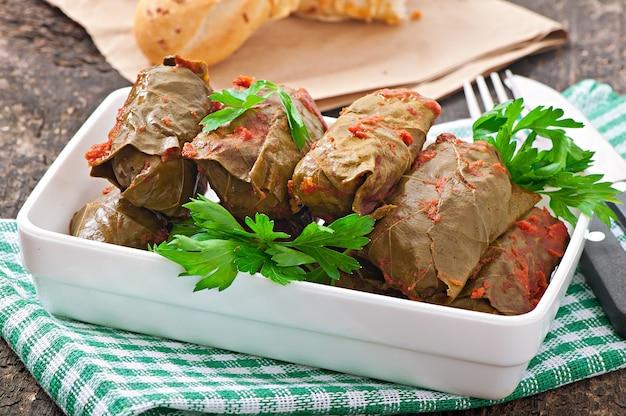 Dolma, hojas de parra rellenas, cocina turca y griega