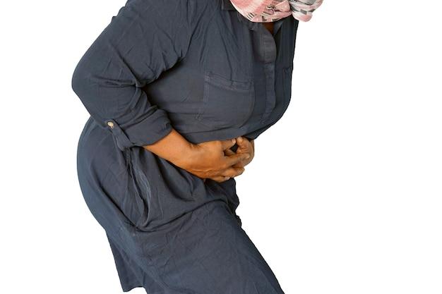 Dolor en el abdomen de una mujer.
