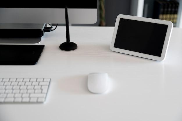 Domótica con elementos en el escritorio