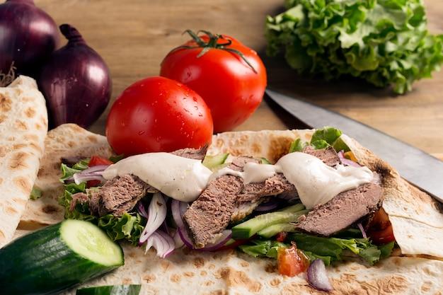 Doner kebab - carne de res frita con verduras